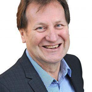 Internationaler Tag des Ehrenamtes – Dr. Benedikt Hüffer, Präsident der IHK Nord Westfalen, bedankt sich bei Hans-Joachim Wendland