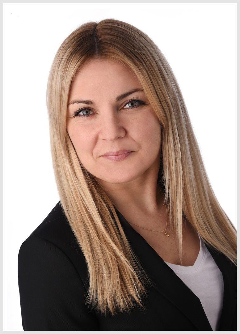 Magdalena klein grauer Rahmen • Job find 4 you